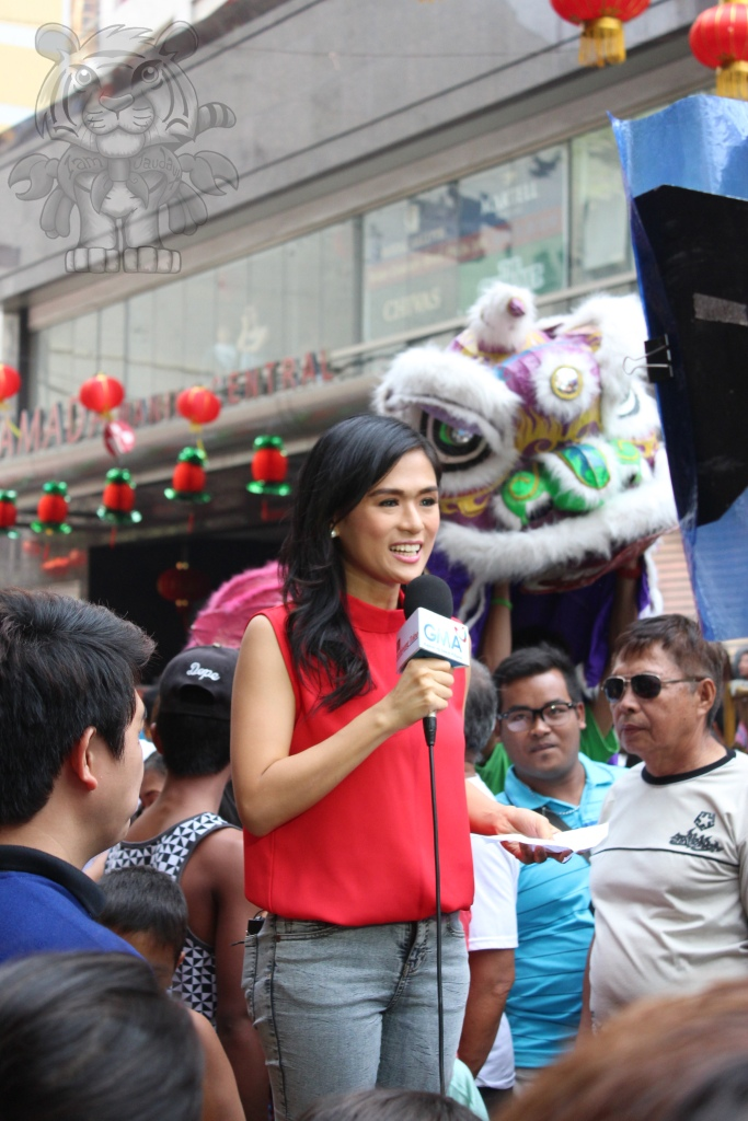 A reporter from GMA-7 and her...err...partner.