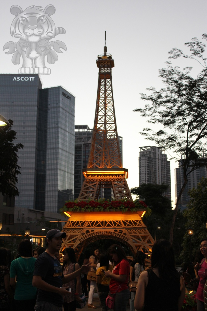 The small Eiffel tower.