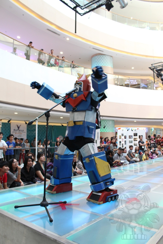 Voltes V wowing the crowd