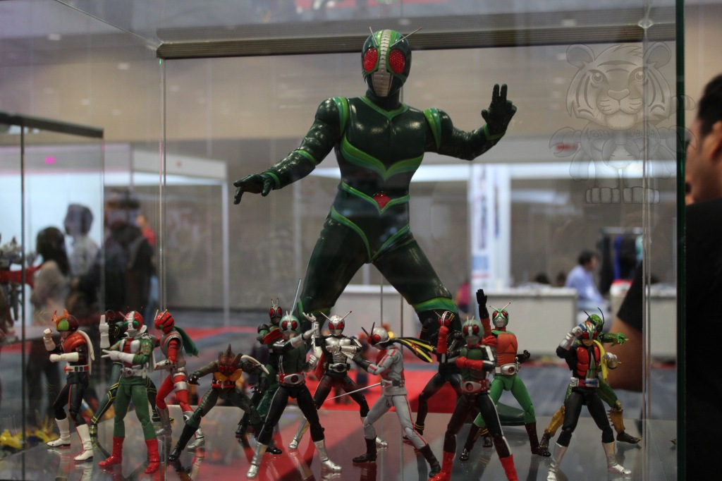 Kamen Riders with the giant Kamen Rider J