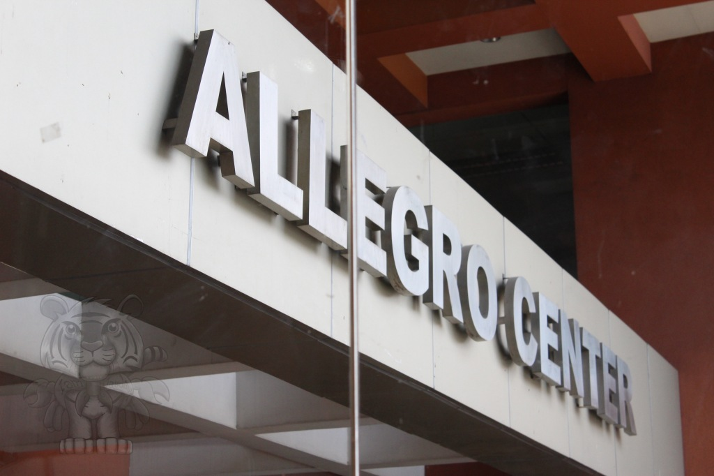 The Allegro Center. Located beside the Pasong Tamo Extension.