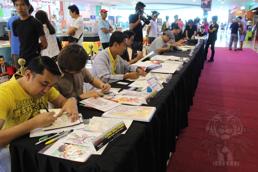 Sketch artists' table