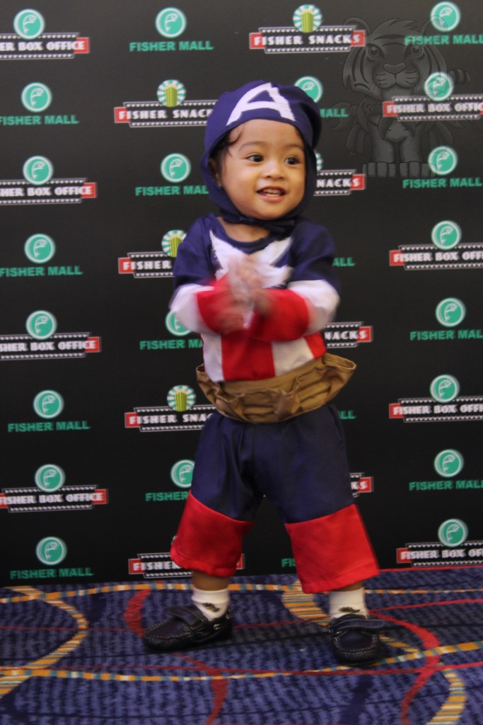 an adorable Captain America cosplayer