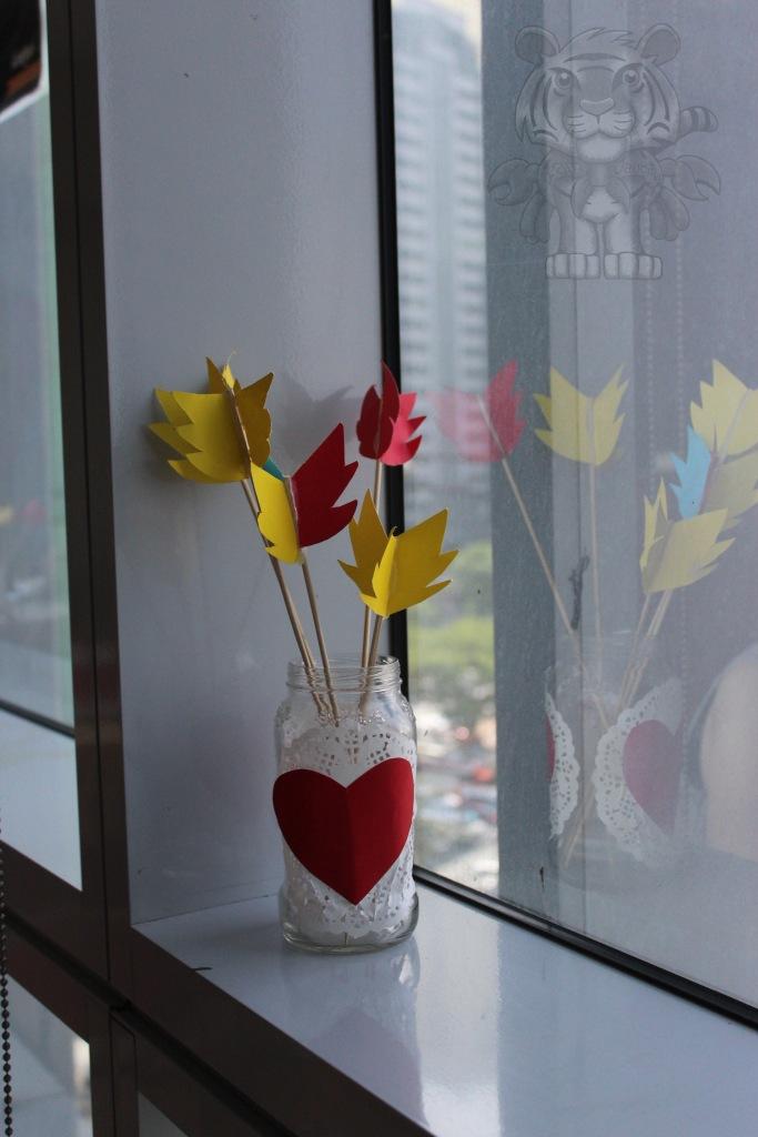a vase of arrows.