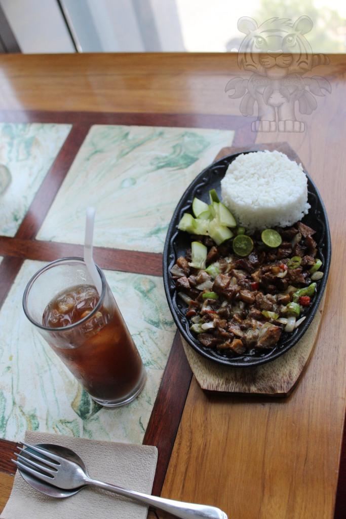 Kamote-Mansi tea and a vegan sisig with rice.