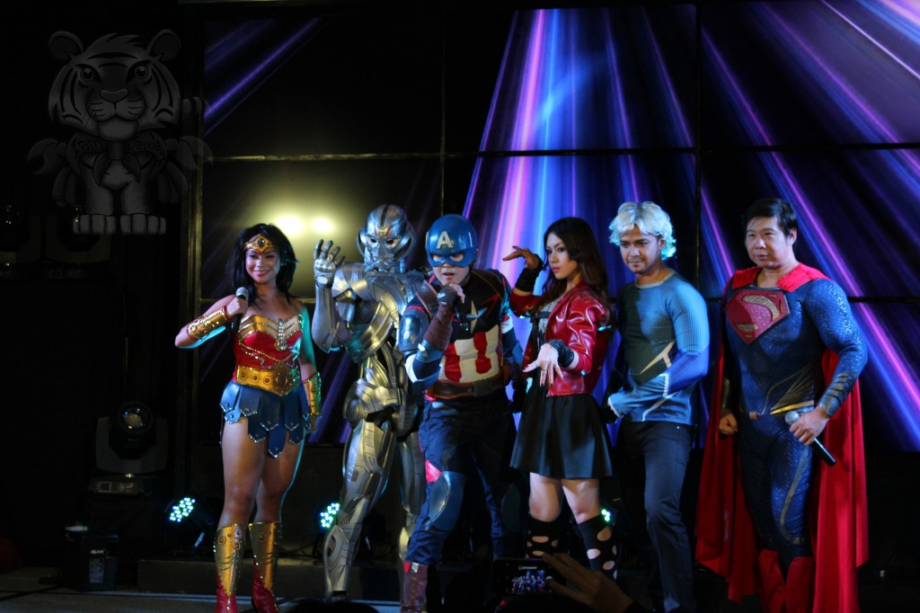 Wonderwoman, Ultron, Captain America, Scarlet Witch, Quicksilver and Superman. Superman and Wonderwoman are the emcees.